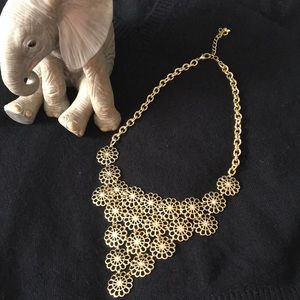 Jewelry - ✨SALE✨ Gold statement necklace 🛍